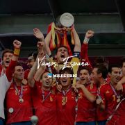 A seguir haciendo historia.   Hoy debuta la Roja en la Eurocopa, una ocasión de ver buen fútbol y diseño español.   No hace demasiado que levantamos este título y quién sabe de lo que es capaz este grupo. ¡Vamos, España!