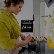 SI te estás preguntando qué tipo de cocina te conviene, vamos a darte datos y curiosidades muy interesantes.  La vida va de tener preferencias, experiencias diferentes y dentro de la cocina surge un debate cuanto menos apasionante. ¿Vitrocerámica o inducción?  #cocina #cooking #blog #kitchendesign #kitchen #home #cocinar #electrodomésticos #gastronomia
